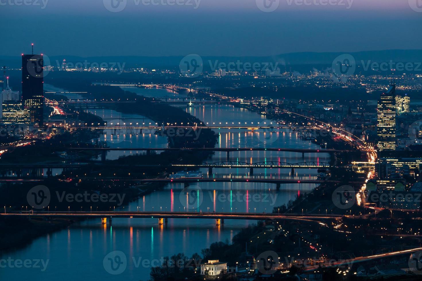 Viena de noche foto