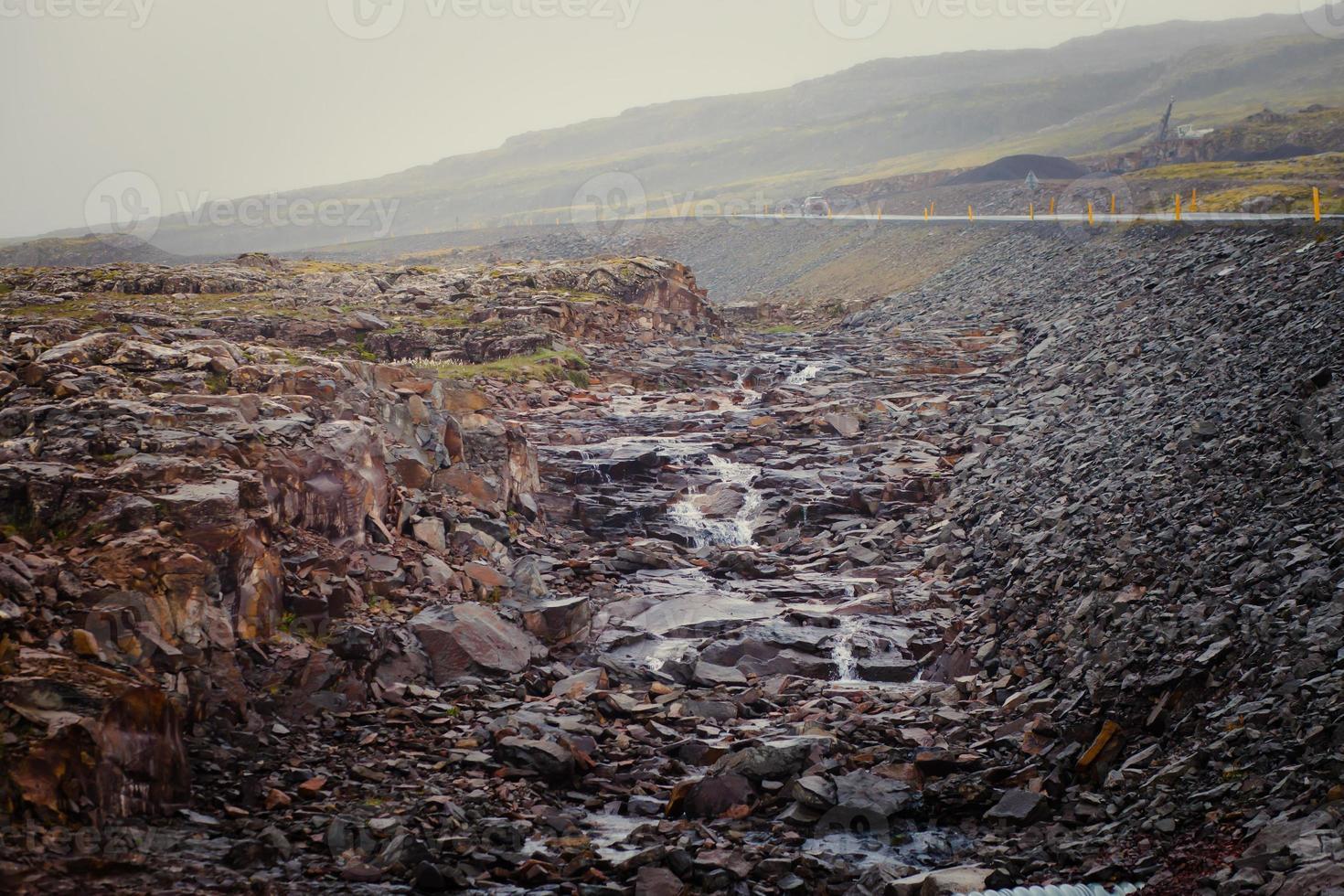 Hermosa imagen panorámica vibrante con vista a la cascada en Islandia foto
