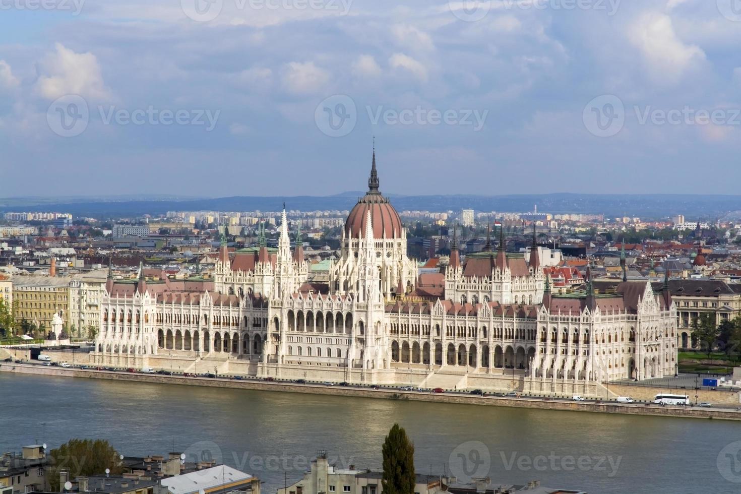 parlamento húngaro en budapest foto