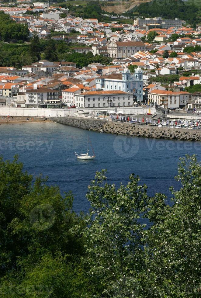 portugal, ilhas dos açores, terceira panorâmica vista de angra do heroismo foto