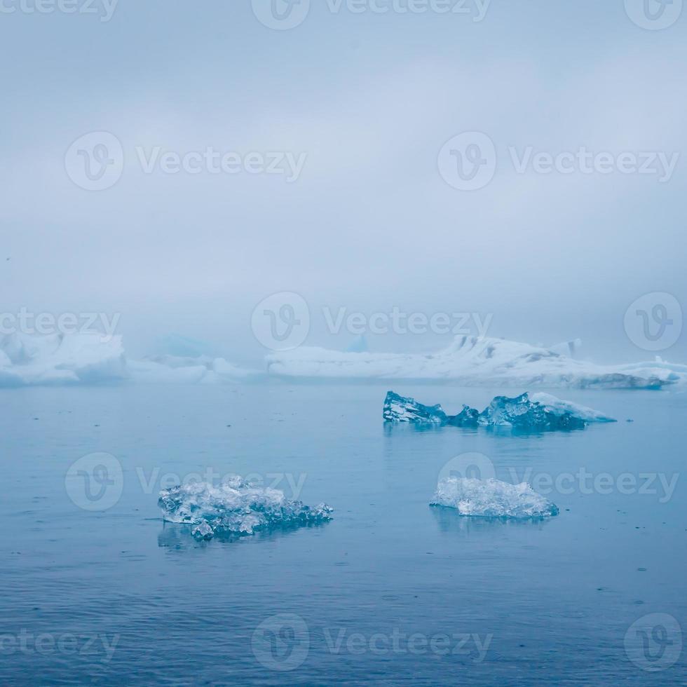 hermosa imagen vibrante del glaciar islandés y la laguna glaciar con foto