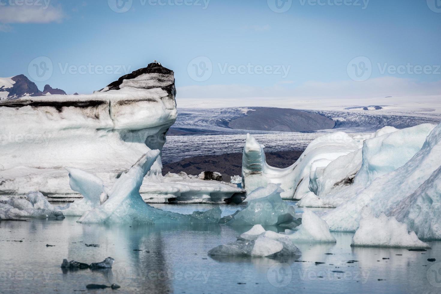 Islândia, lagoa da geleira de Jokulsarlon ao pôr do sol foto
