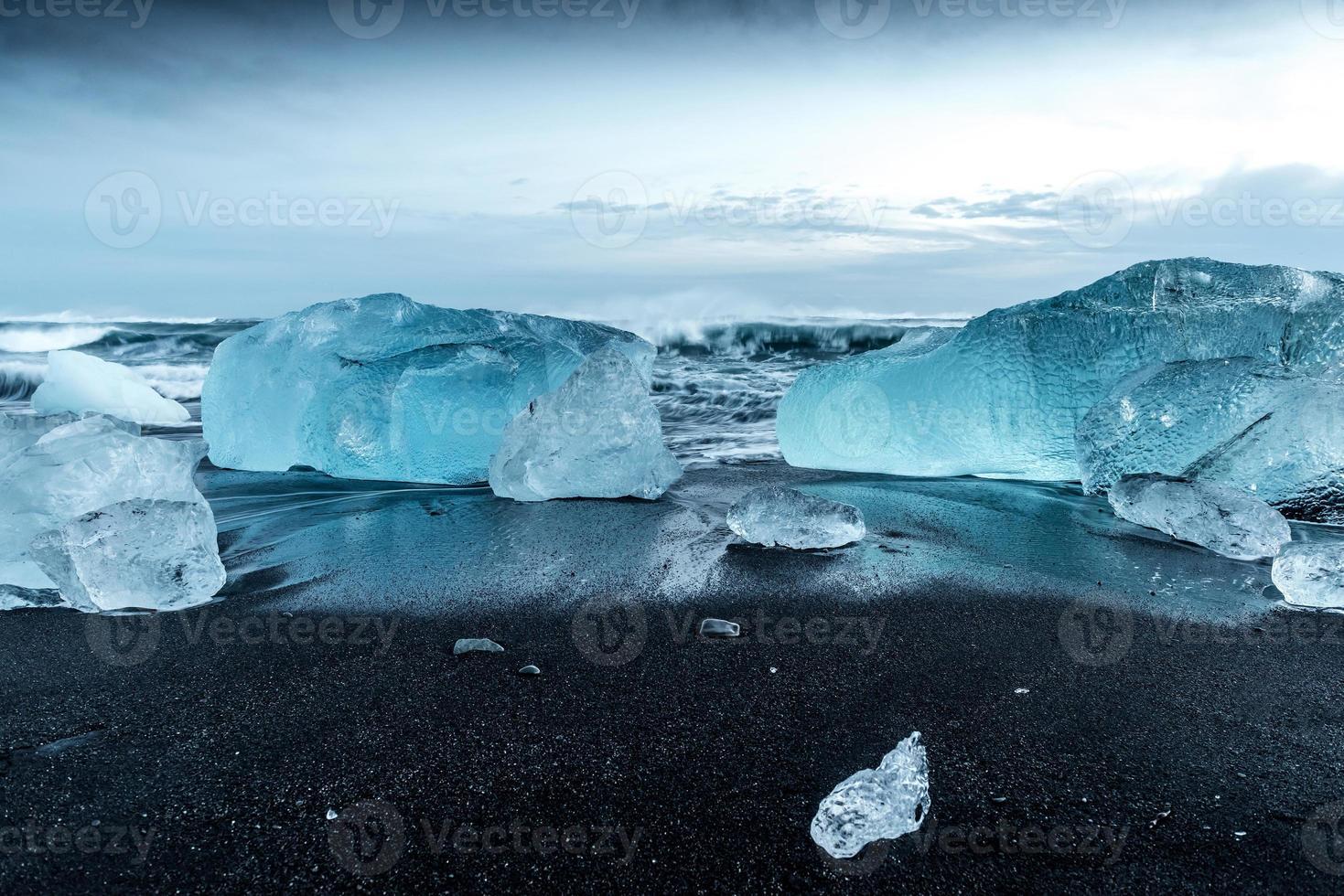 icebergs em jokulsarlon no sul da Islândia foto