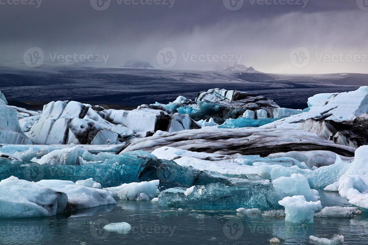 lagoa da geleira jökulsárlón na Islândia foto