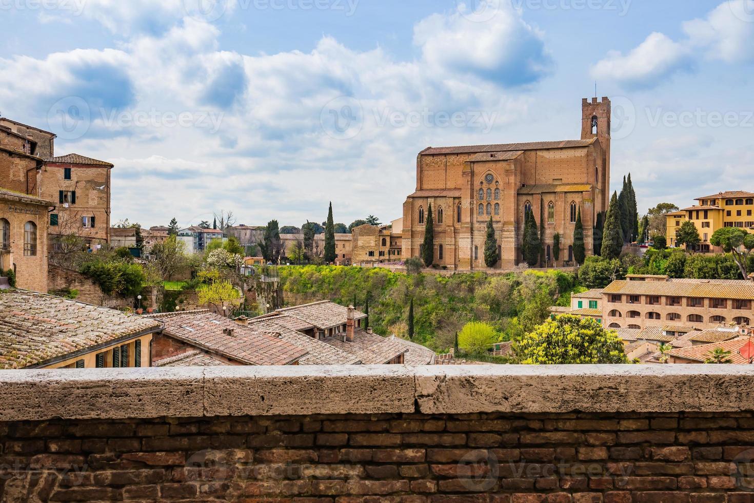 El paisaje urbano de Siena en el sur de la Toscana, Italia foto