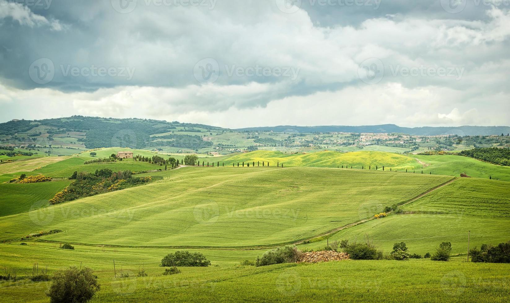 paisagem típica das colinas toscanas na itália foto