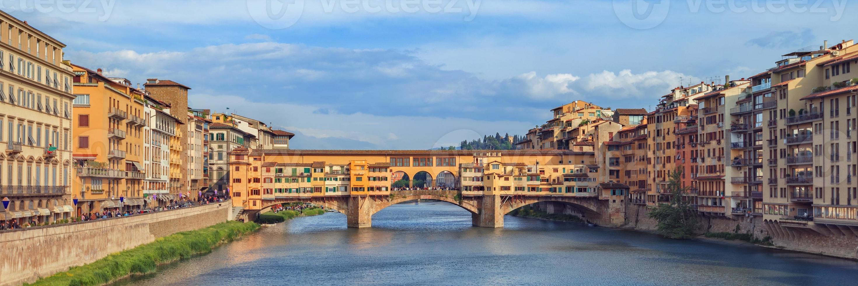 Famoso puente Ponte Vecchio, Florencia, Italia. foto