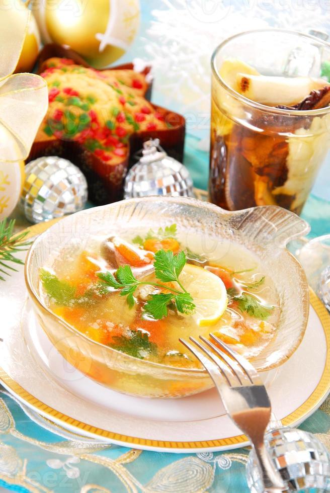 carpa em geléia com cenoura e salsa para o natal foto