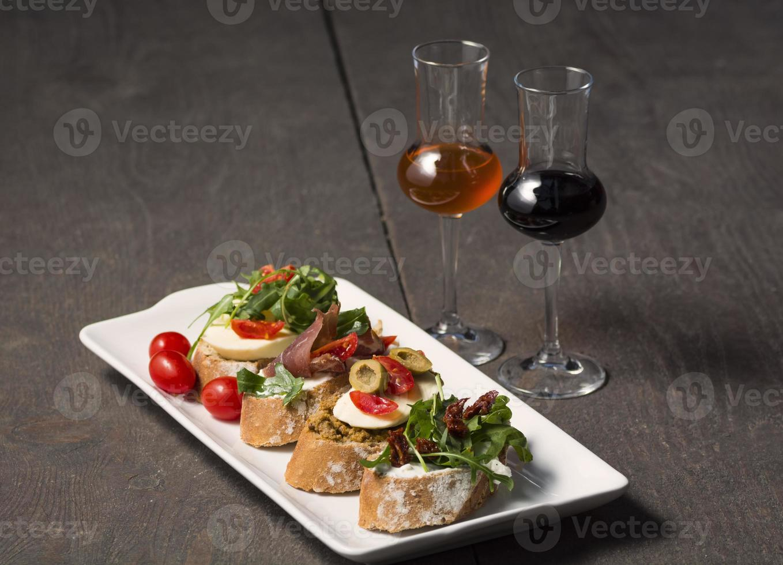 aperitivos com drinks aperitivos foto