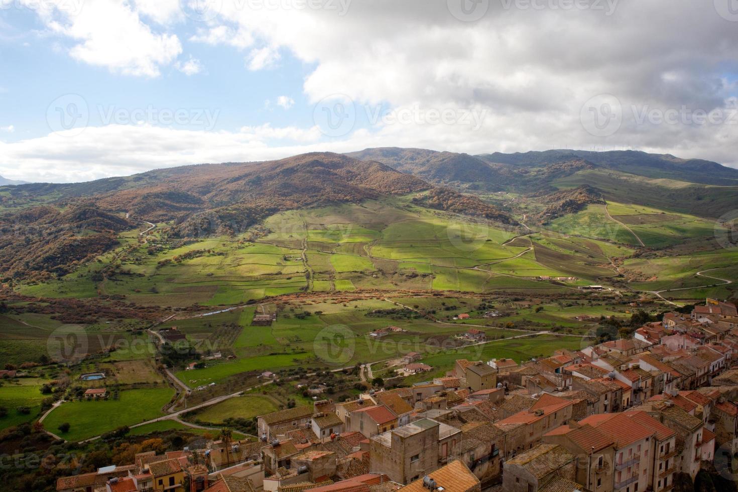 vista de sperlinga, sicilia foto
