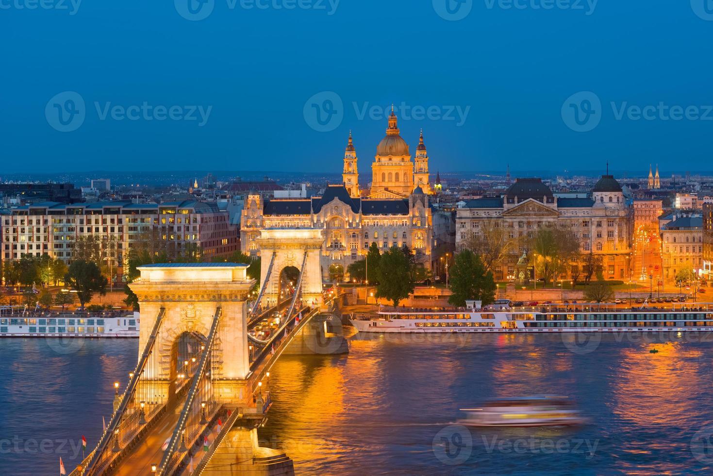 puente de las cadenas en budapest foto