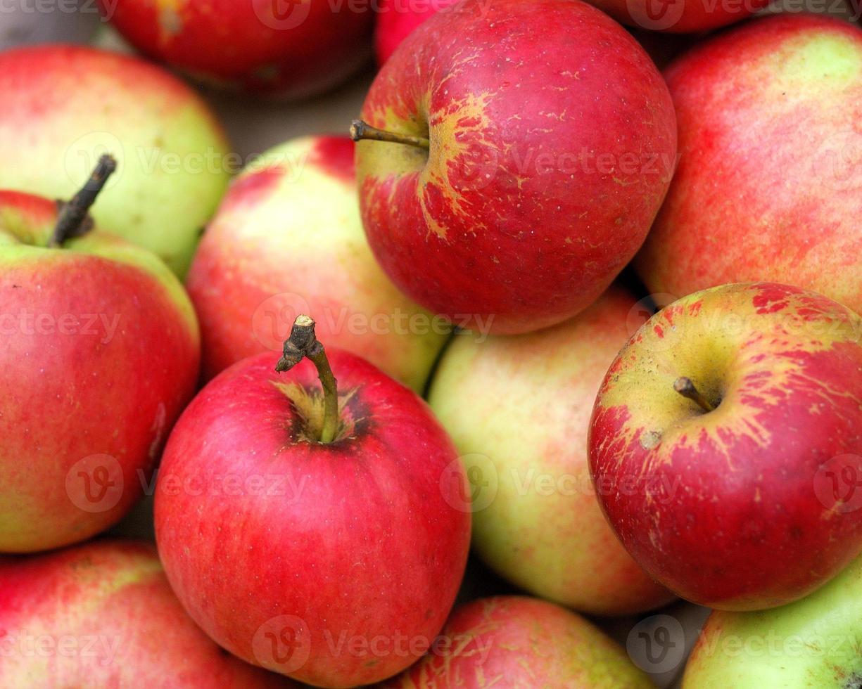 maçãs vermelhas foto