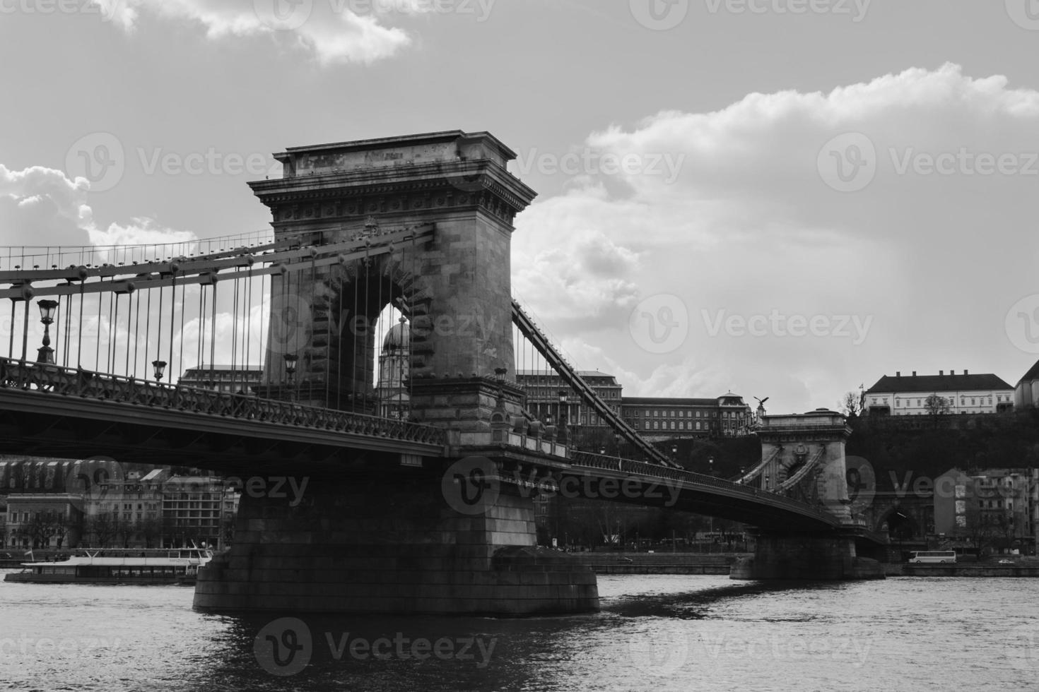 puente de las cadenas de budapest foto