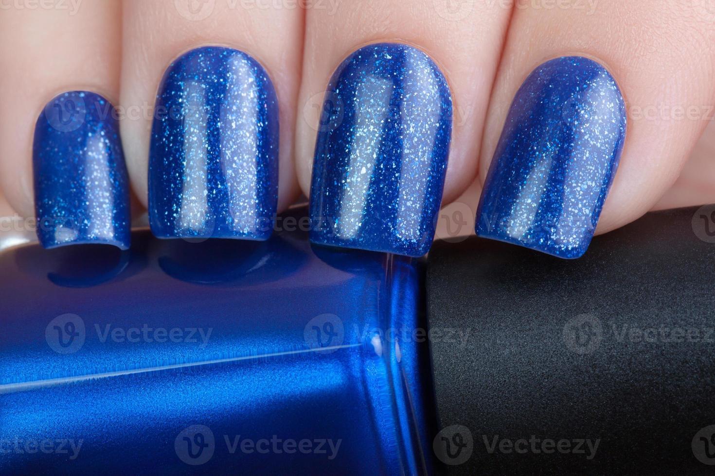 esmalte de uñas azul. foto