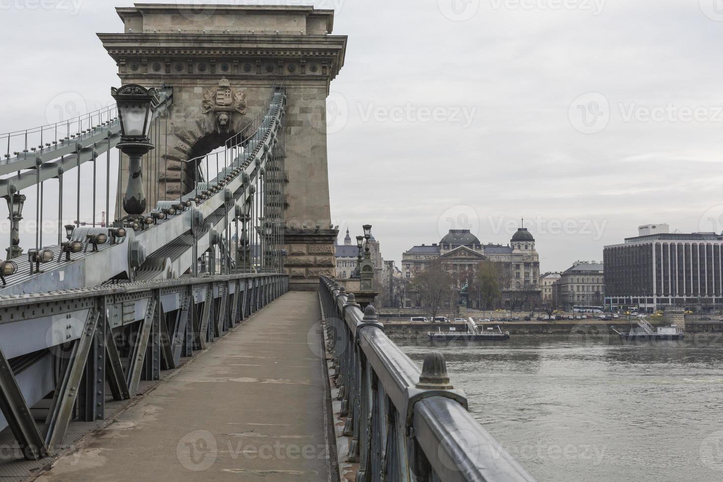 El puente de las cadenas es el símbolo por excelencia de Budapest. foto