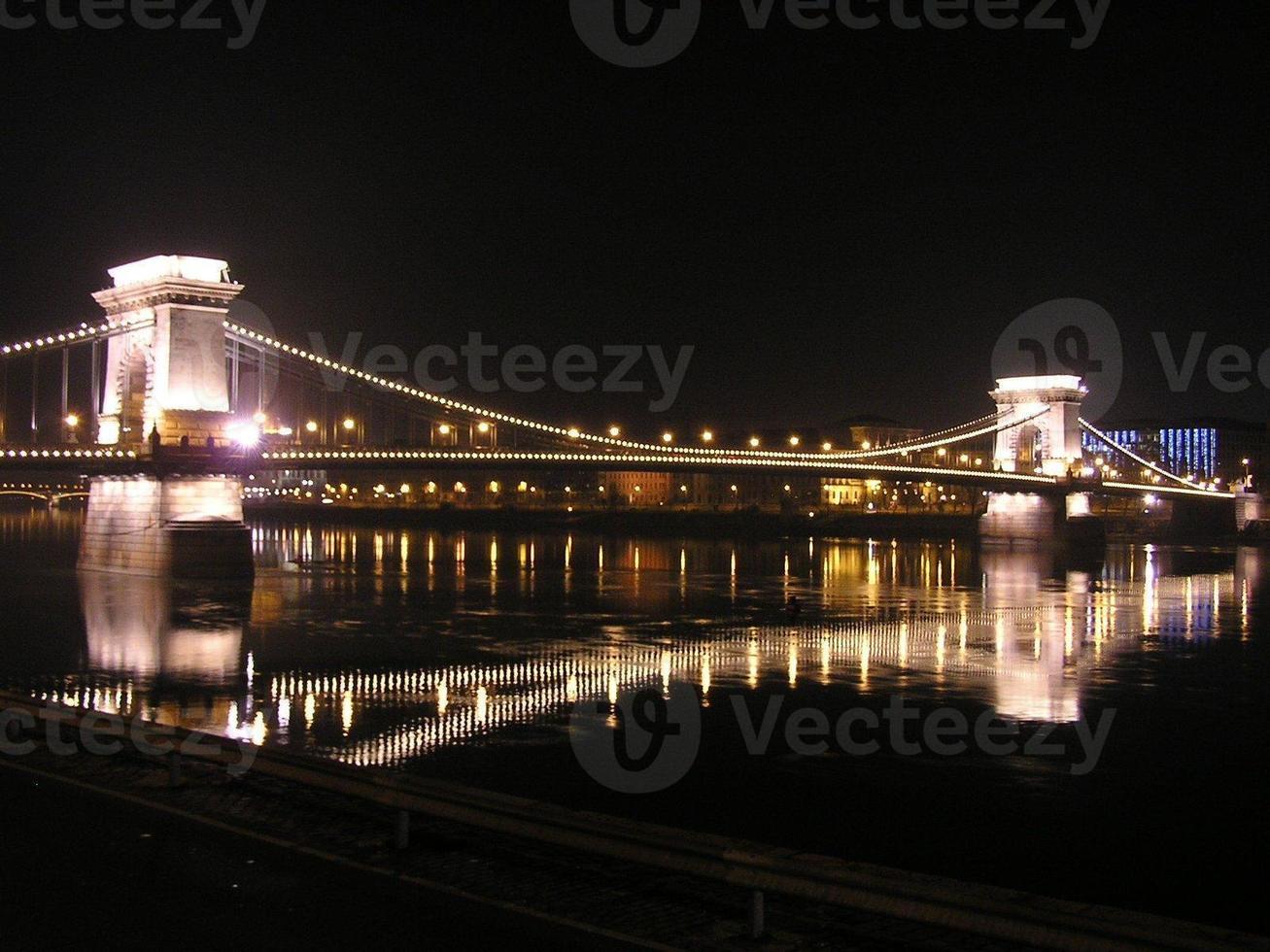 Puente de las cadenas en la noche, Budapest foto