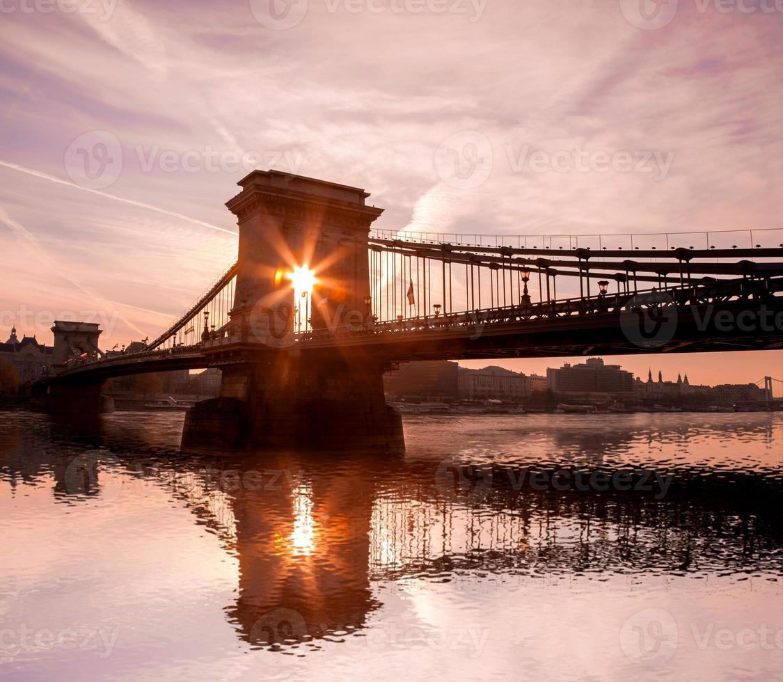 Famoso puente de las cadenas en Budapest, Hungría foto