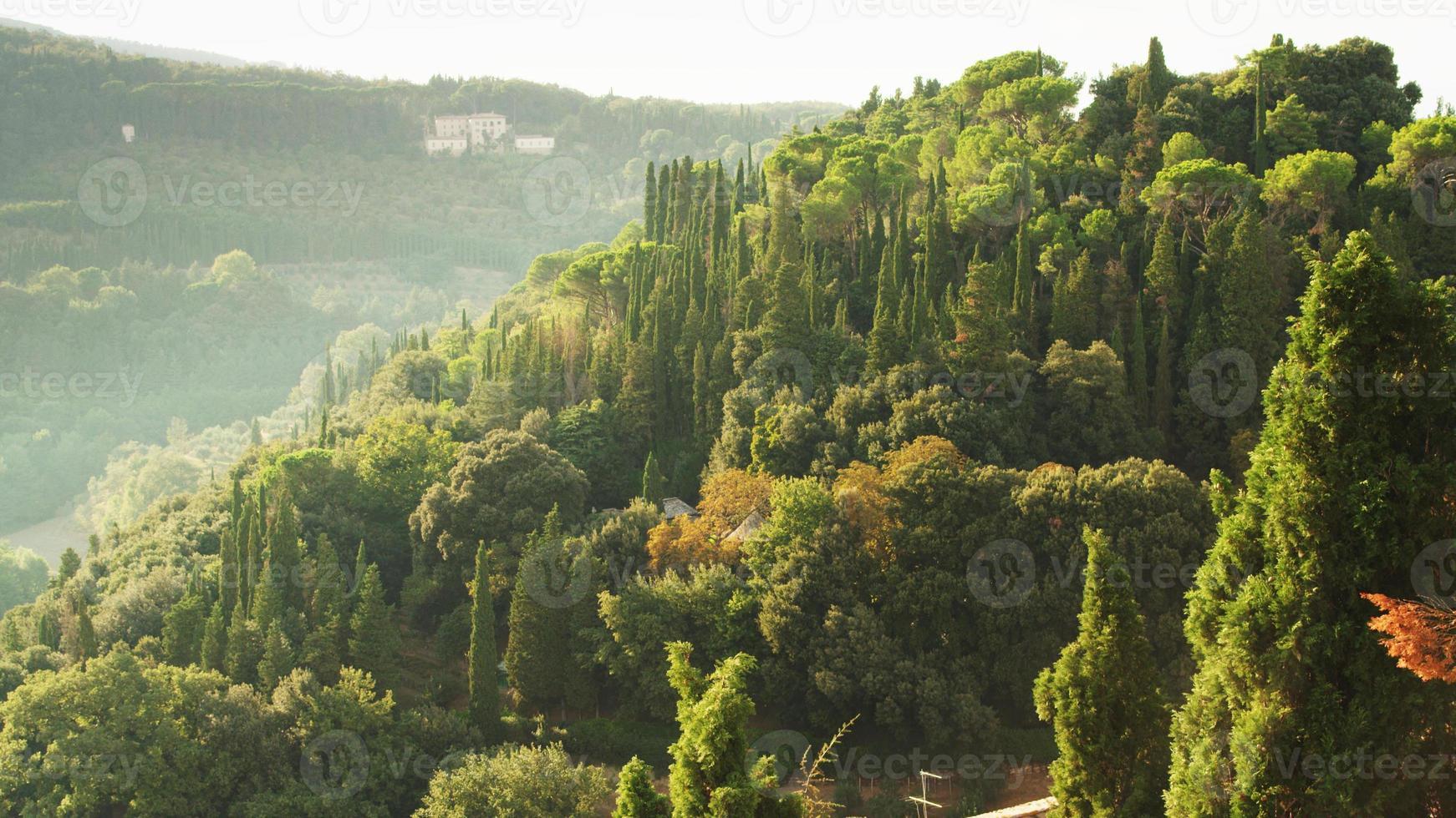Exuberante y hermoso paisaje de la Toscana en Florencia, Italia. foto