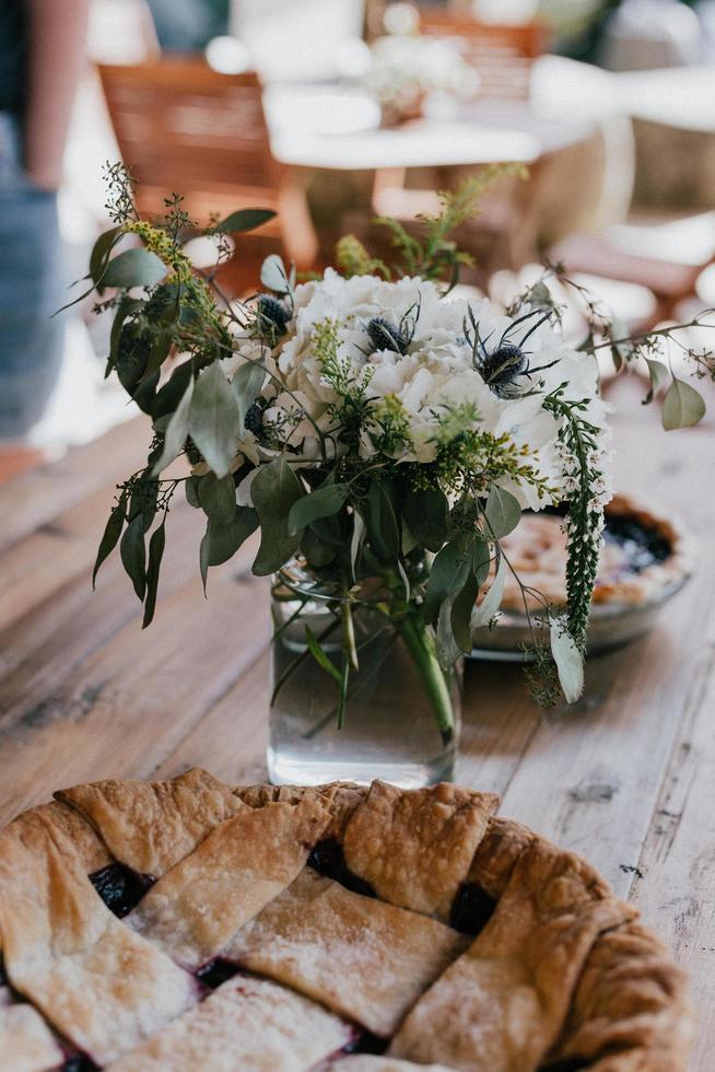 Fotografía de enfoque selectivo de tarta de arándanos en la mesa foto