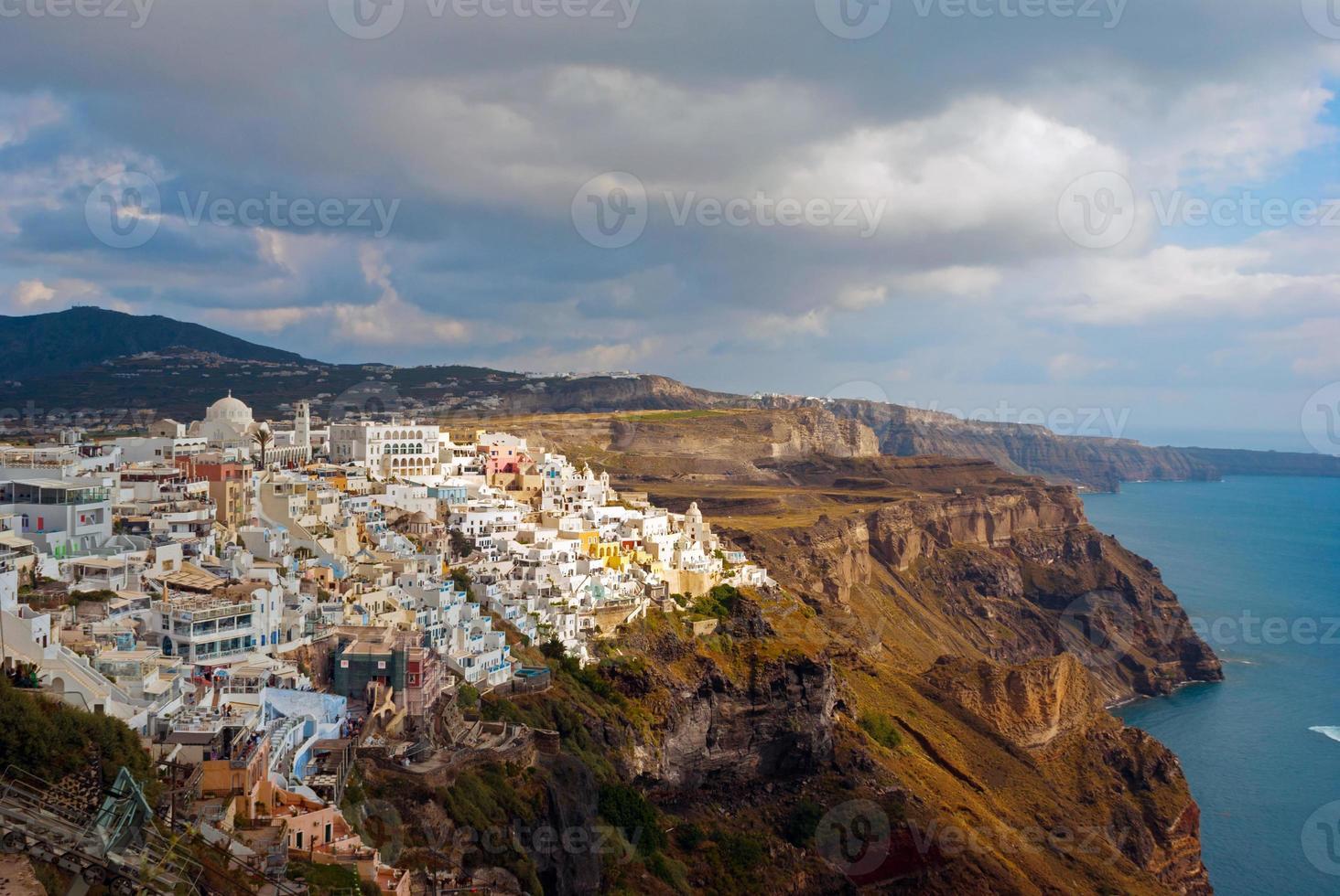 Ciudad de Oia en la isla de Santorini (Thira), Grecia foto