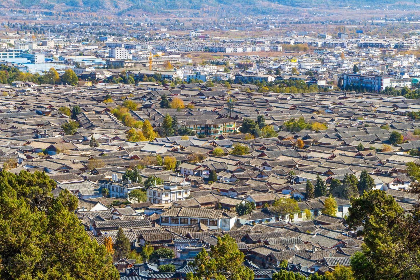 the roof of Lijiang City mountain View photo