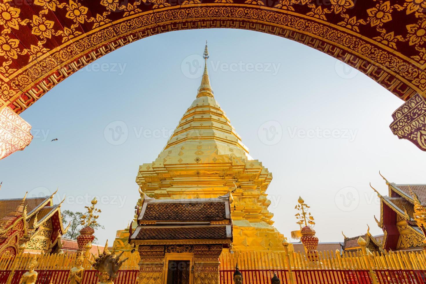 golden arch pagoda photo