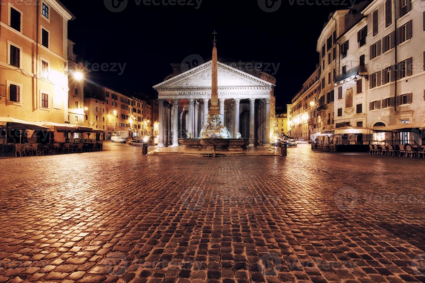 Pantheon in Roma, Italy photo