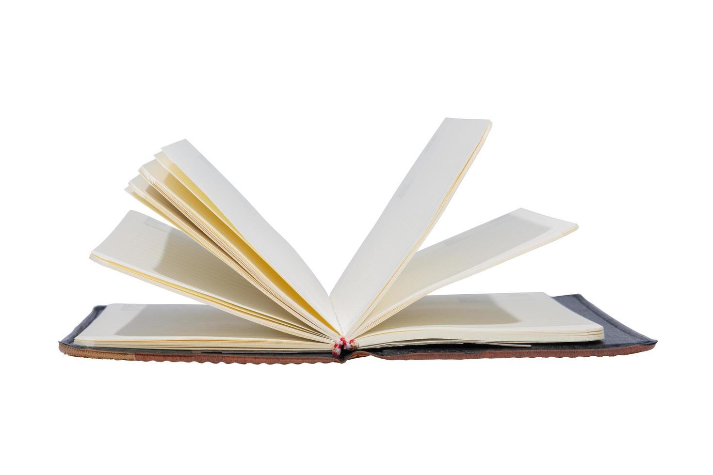 libro abierto sobre fondo blanco foto