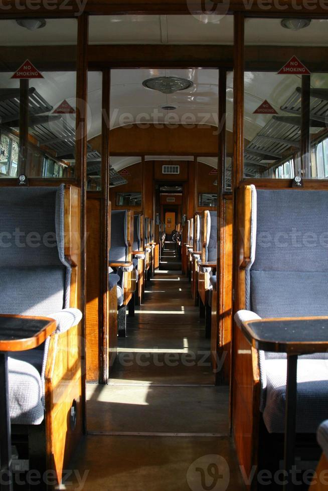 interior del viejo vagón de ferrocarril foto