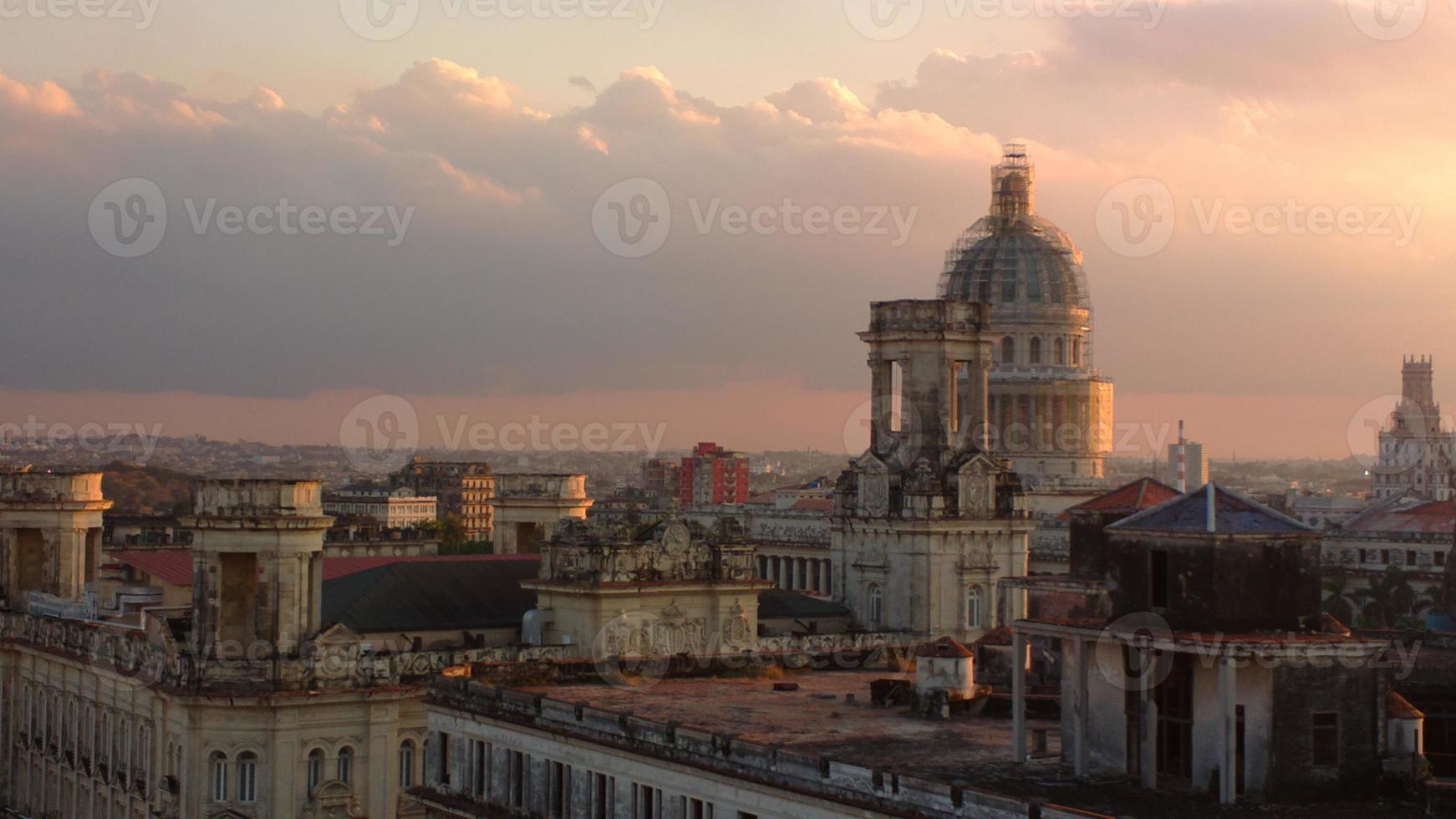havanna - horizonte e capitólio à noite foto