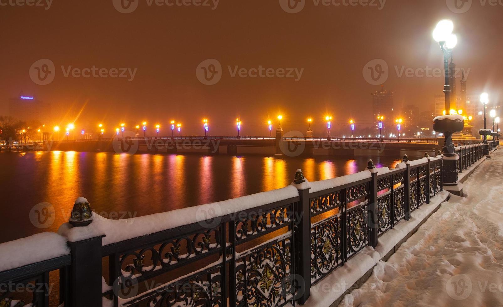 passeio marítimo na cidade de donetsk em um inverno. foto