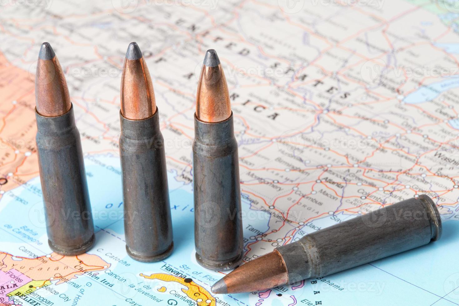 balas en el mapa de estados unidos de américa foto