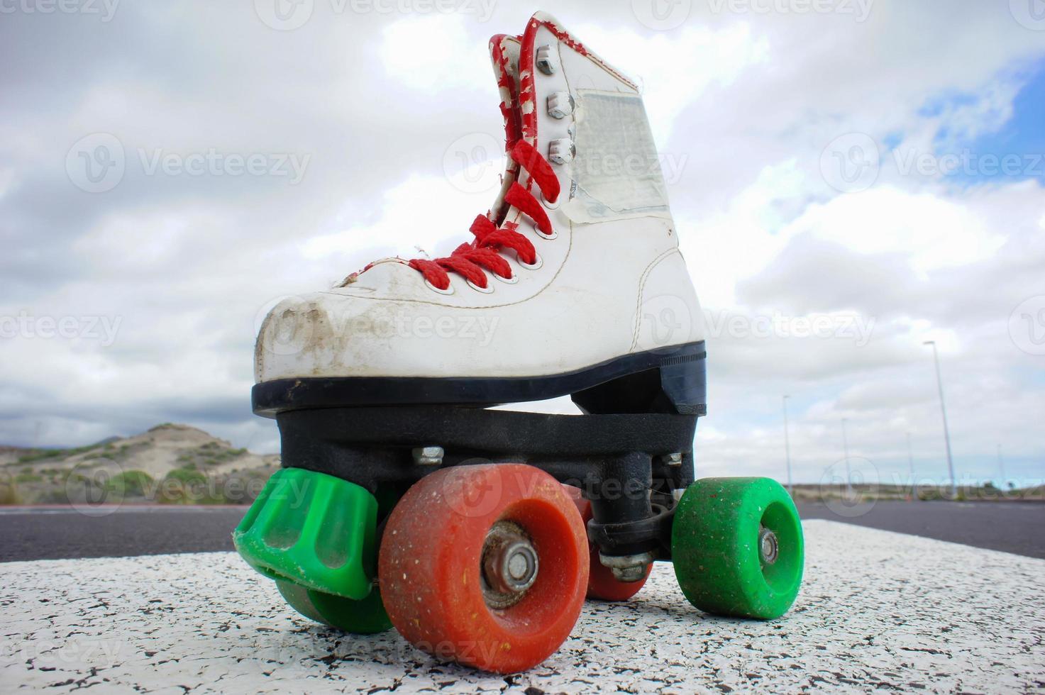 vieja bota de skate blanca vintage foto