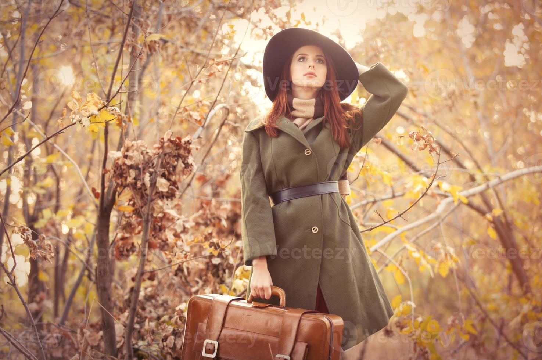 mujer con bolso foto