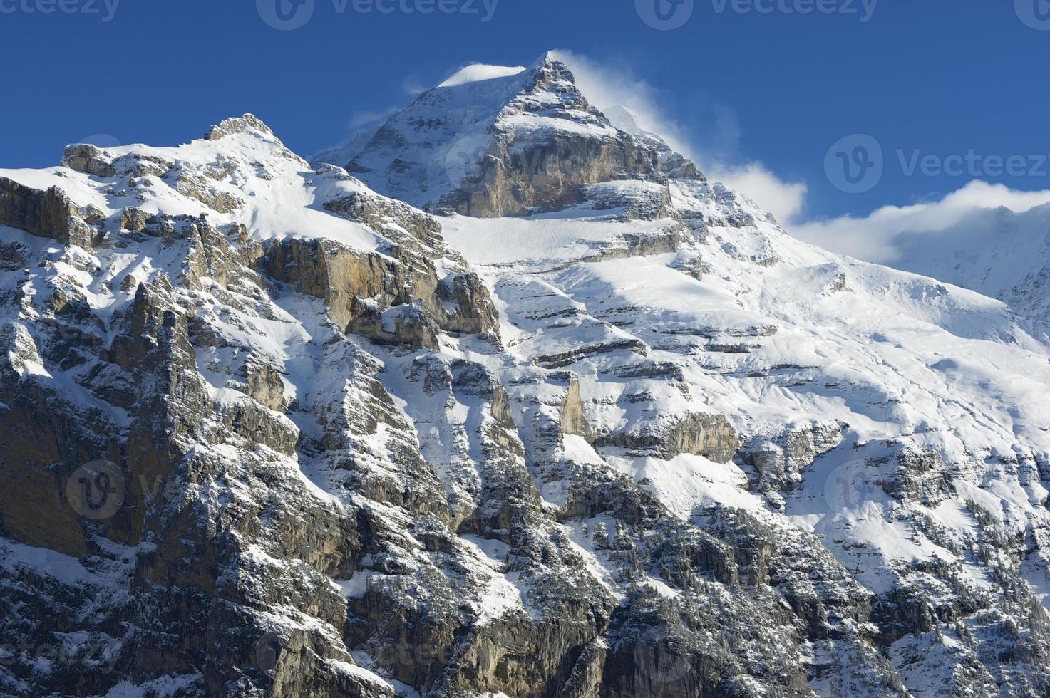 vista de la montaña de invierno en el oberland bernés, suiza. foto