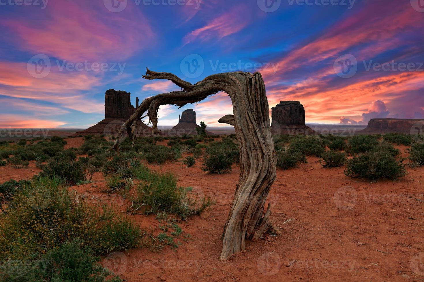 valle del monumento al amanecer foto