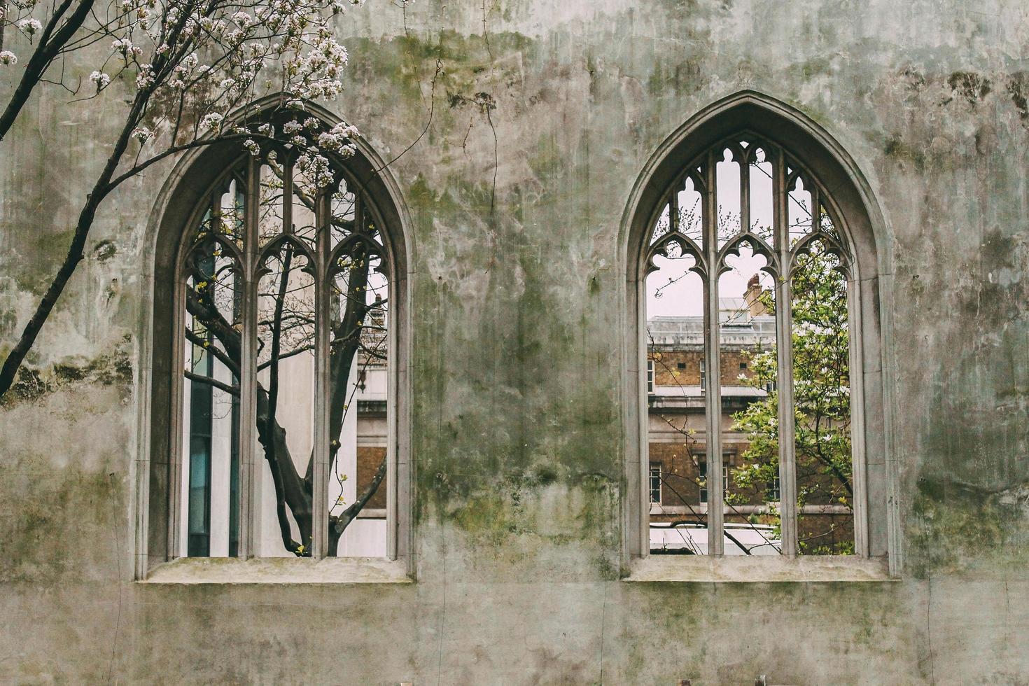londres, inglaterra, 2020 - saint dunstan en el jardín de la iglesia este foto