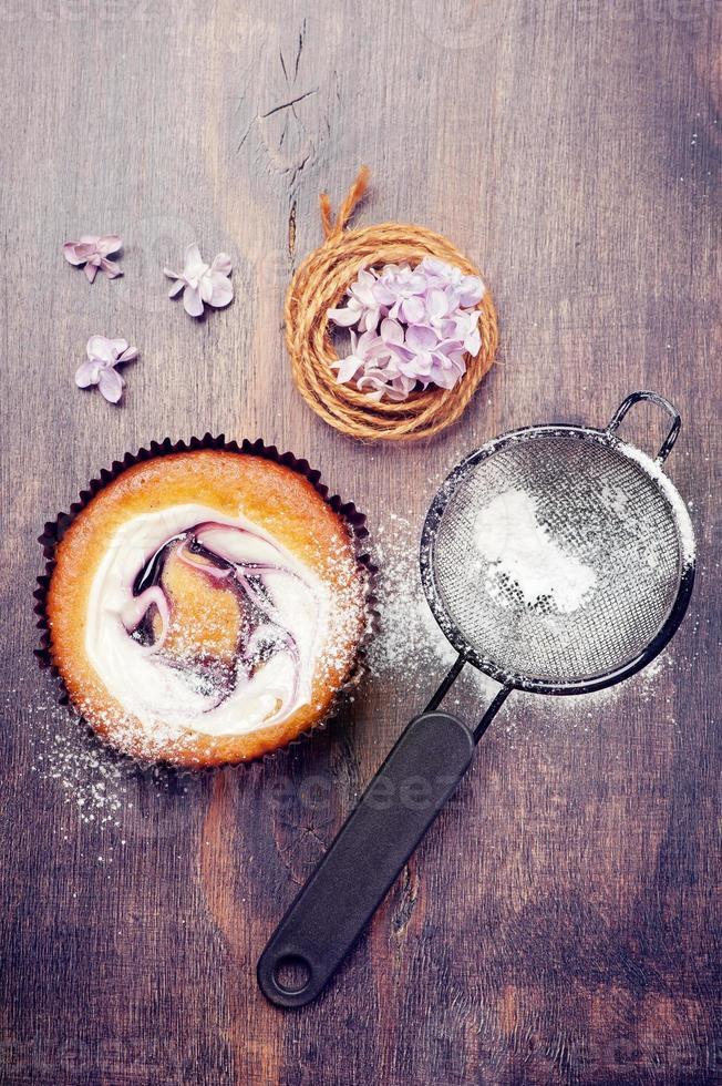 tortas con frutos rojos y crema foto