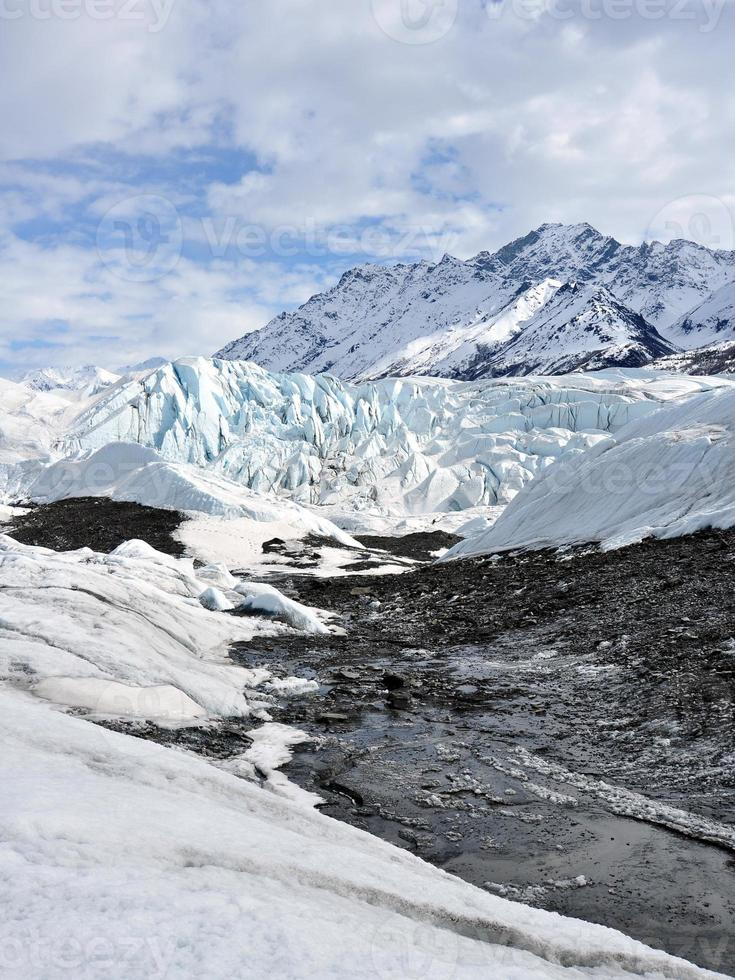 glaciar con escombros de morrena foto