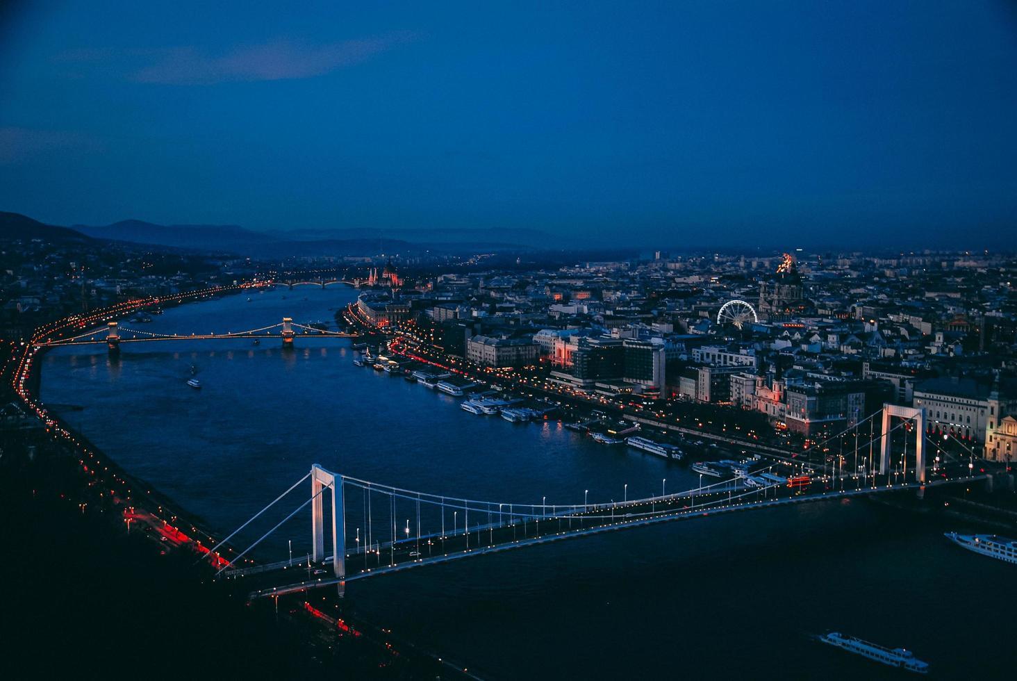 vista de budapest desde la ciudadela foto