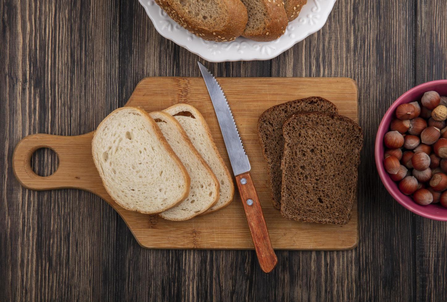 vista superior de panes en rodajas foto