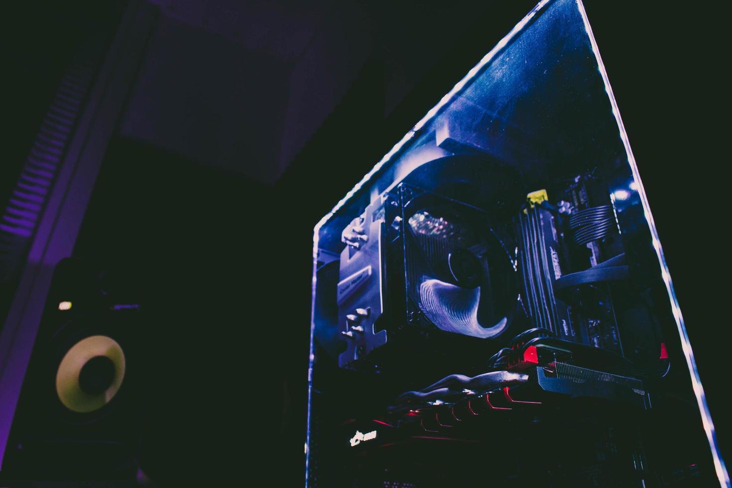 dentro de una torre de computadoras foto
