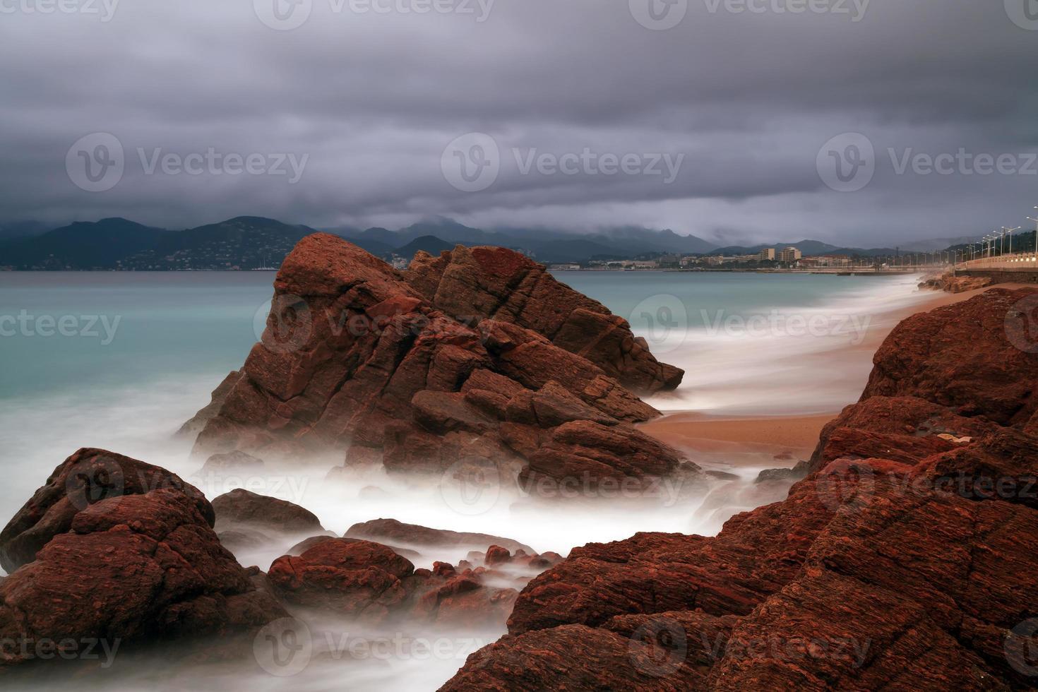 Playa en el sur de Francia en la ciudad de Cannes foto
