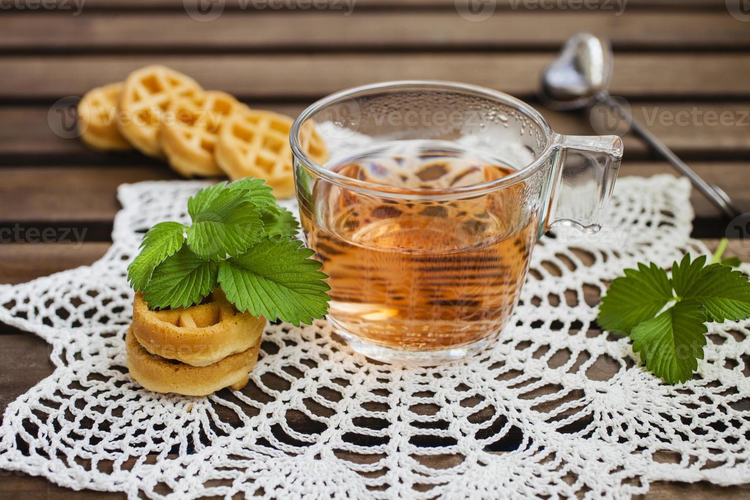 té de frutas y obleas blandas foto