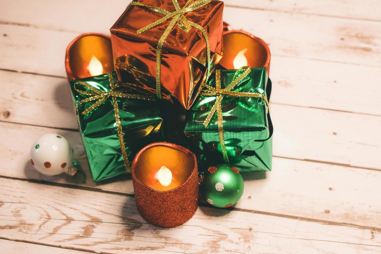 decoración presente envuelta verde y rojo foto