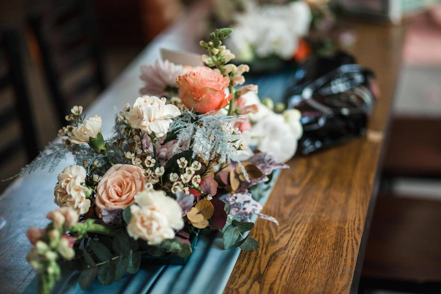 primer plano, de, un, floral, pieza central foto
