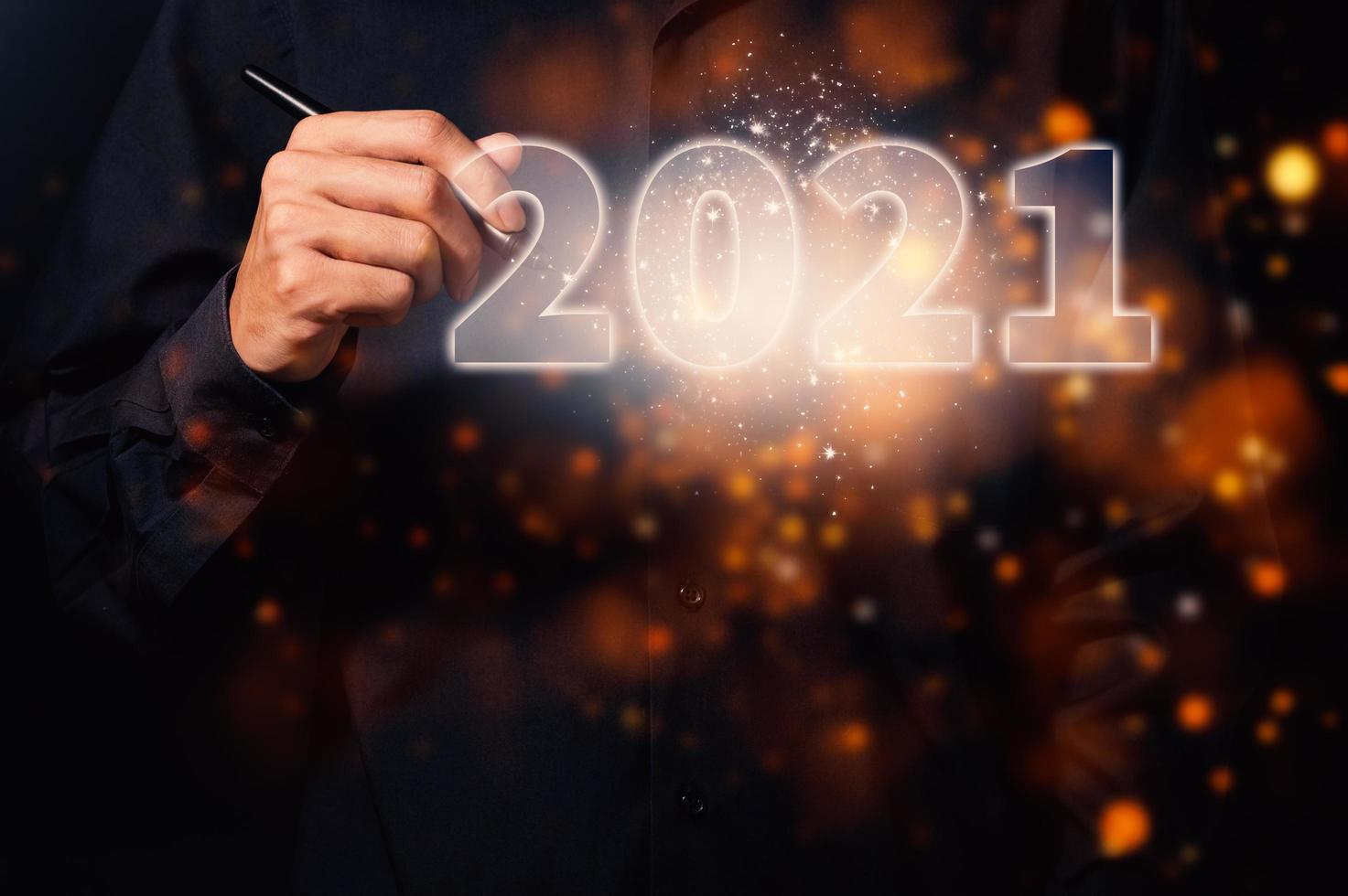 mano humana e inscripción 2021 foto