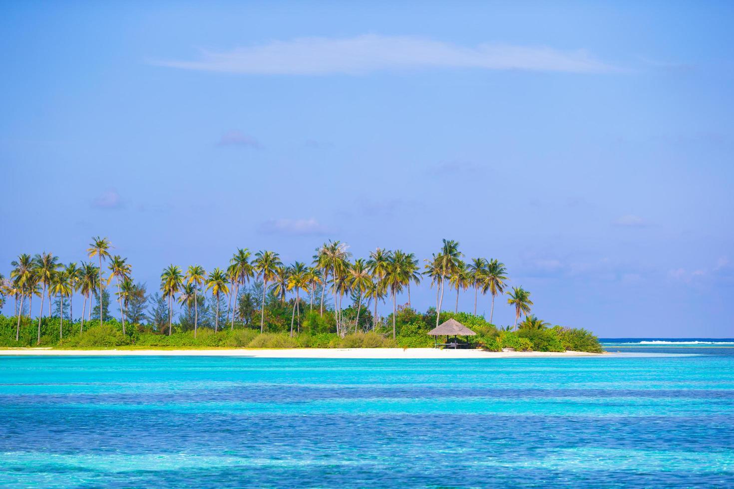 Maldivas, Asia del Sur, 2020 - cabaña en una isla tropical foto