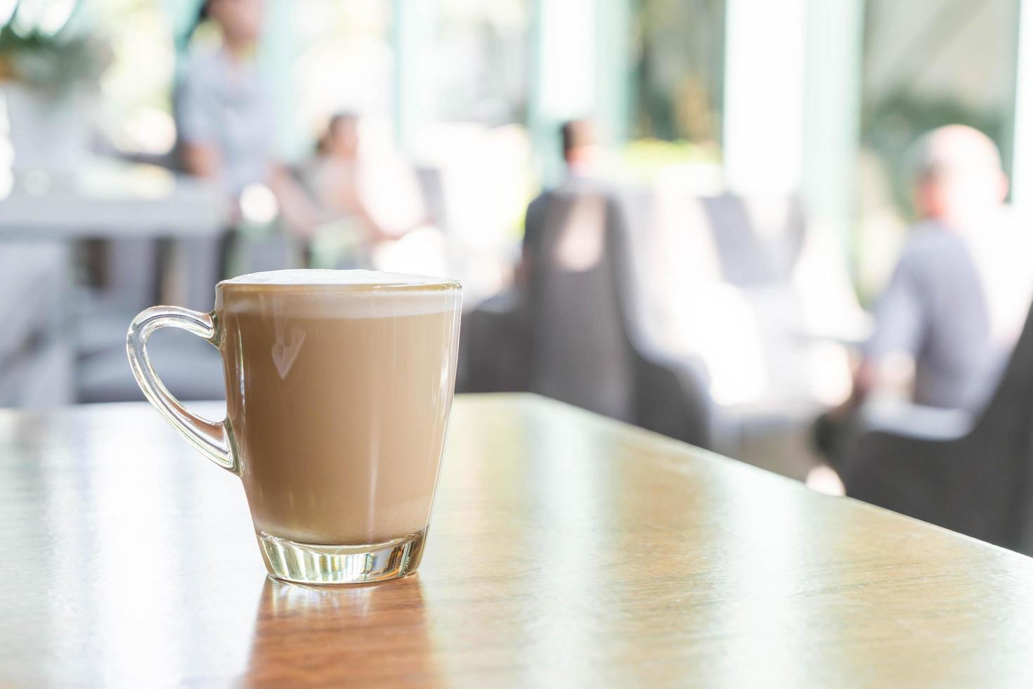 taza de café con leche caliente foto