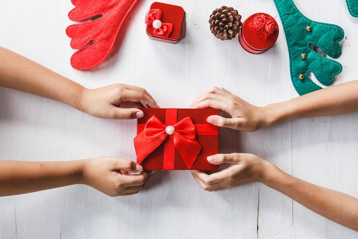 caja de regalo de navidad foto
